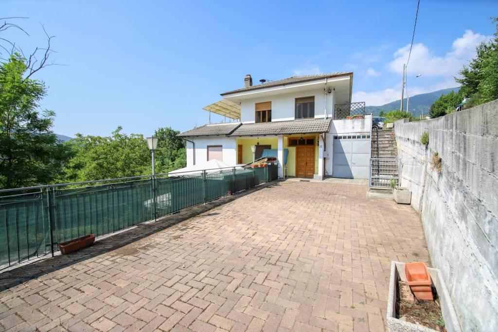 Foto 1 di Quadrilocale Località Raschiotti, Cuorgnè