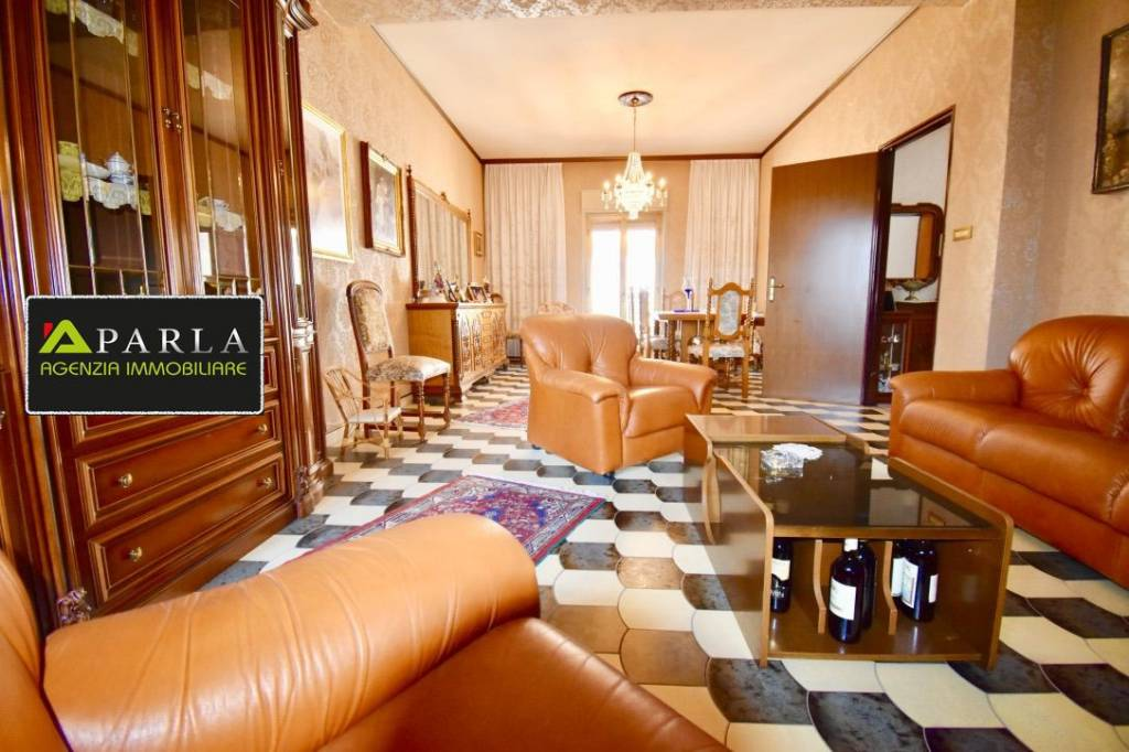 Vendesi splendido appartamento di ampie metrature