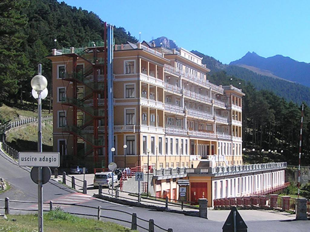 Albergo in vendita a Fenestrelle, 6 locali, prezzo € 450.000 | PortaleAgenzieImmobiliari.it