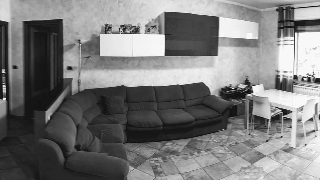 Appartamento in ottime condizioni in vendita Rif. 8316760