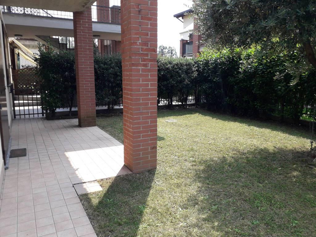 Trilocale con giardino privato, taverna e box doppio