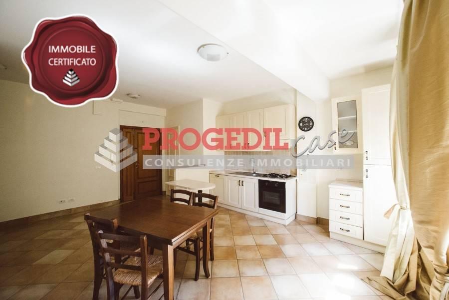 Appartamento in buone condizioni parzialmente arredato in affitto Rif. 7926553