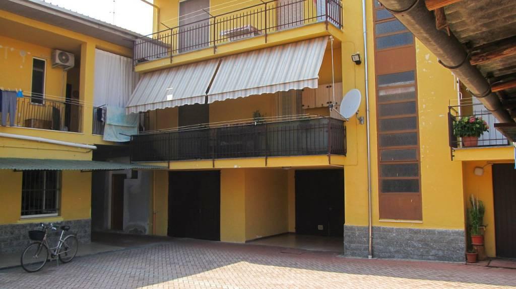 Appartamento in vendita a Vaprio d'Agogna, 4 locali, prezzo € 100.000 | CambioCasa.it
