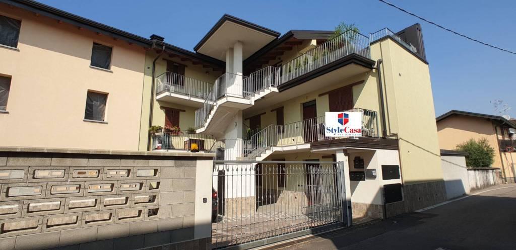 Appartamento in vendita a Caronno Pertusella, 2 locali, prezzo € 118.000   CambioCasa.it