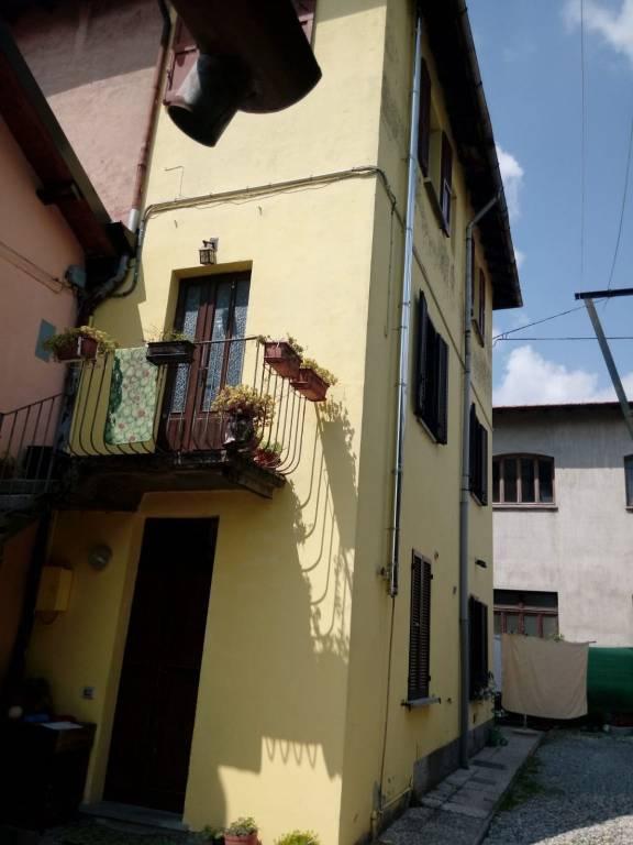 Appartamento in vendita a Saltrio, 3 locali, prezzo € 113.000 | CambioCasa.it