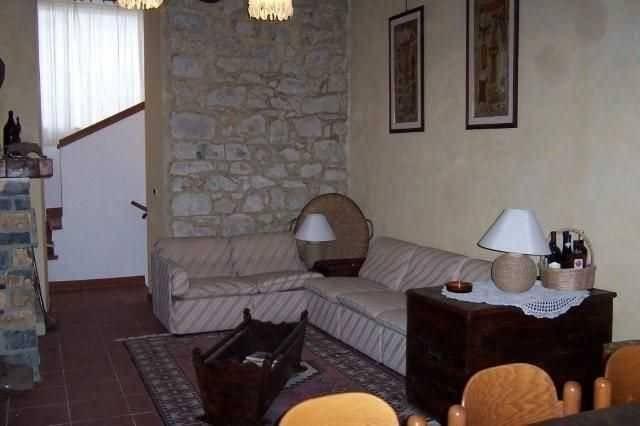 Appartamento in vendita a Bajardo, 7 locali, prezzo € 200.000   CambioCasa.it