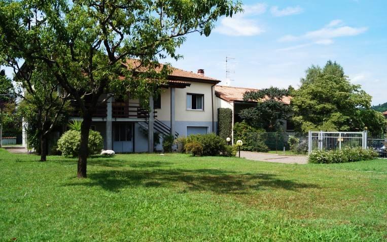 Villa in vendita a Taino, 4 locali, prezzo € 159.000 | CambioCasa.it