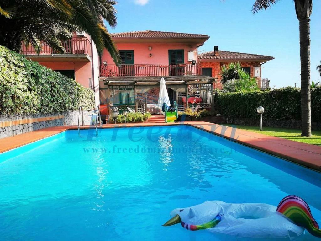 Villa in Vendita a Mascalucia Centro: 5 locali, 210 mq