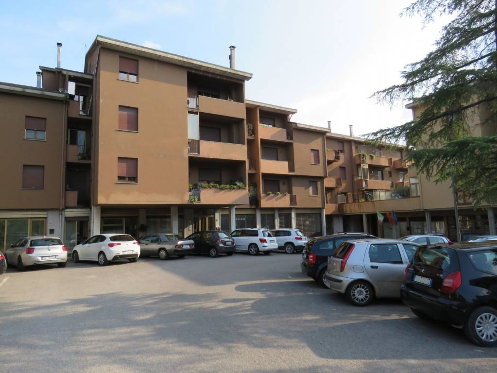 Foto 1 di Trilocale piazza Alcide De Gasperi 21, frazione Camucia, Cortona