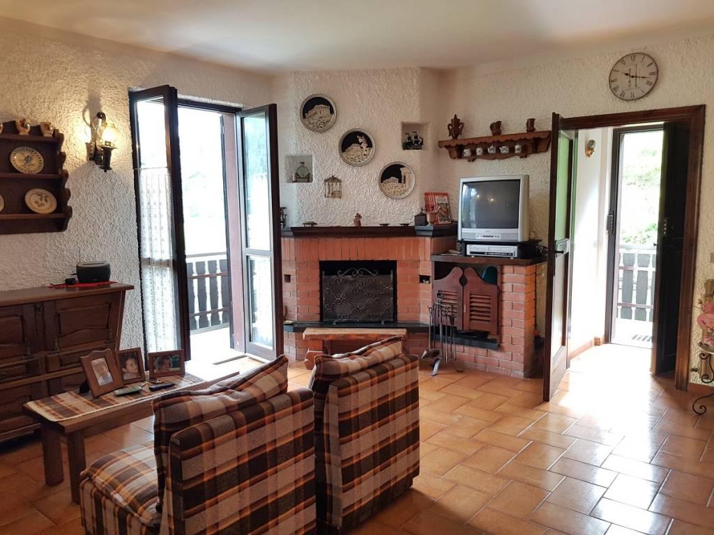 Appartamento in buone condizioni arredato in vendita Rif. 7334185