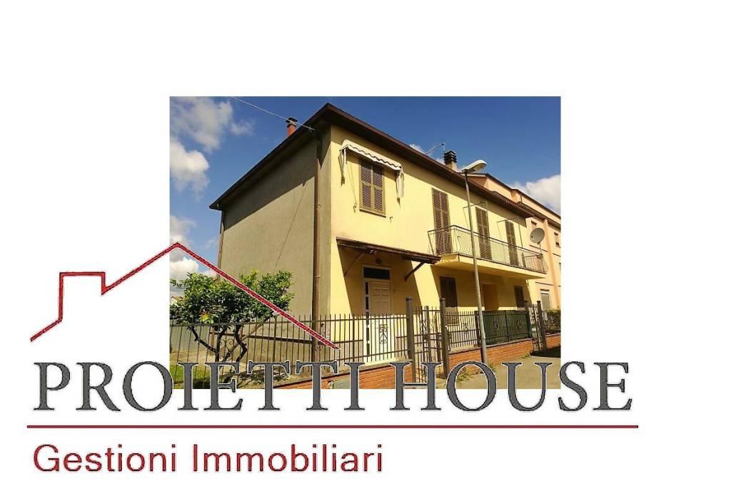 Foto 1 di Appartamento via Verona, Tuscania