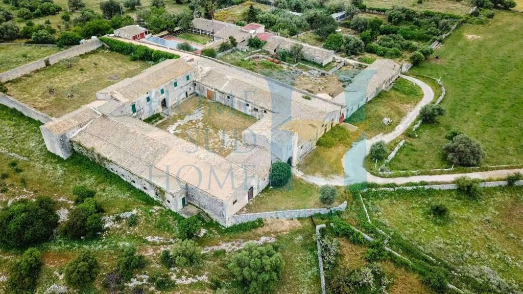Palazzo / Stabile in vendita a Canicattini Bagni, 6 locali, prezzo € 500.000 | CambioCasa.it