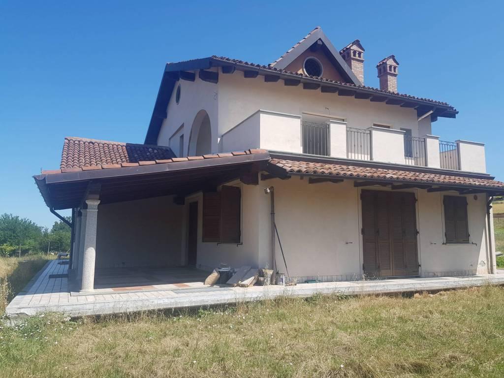 Villa in vendita a Tortona, 6 locali, prezzo € 290.000 | PortaleAgenzieImmobiliari.it