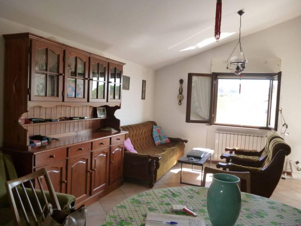 Appartamento in Vendita a Passignano Sul Trasimeno Periferia: 2 locali, 73 mq
