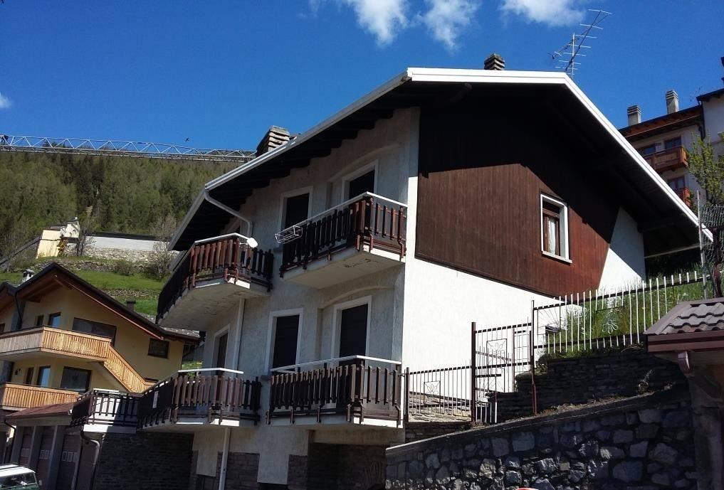 Palazzo / Stabile in vendita a Ponte di Legno, 7 locali, prezzo € 330.000 | CambioCasa.it