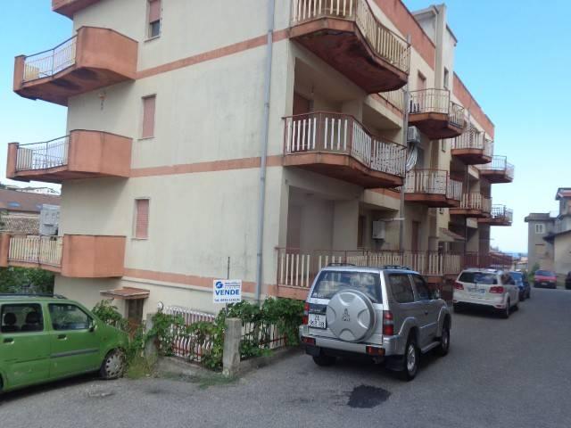 Appartamento in vendita a Roccella Ionica, 3 locali, prezzo € 55.000 | CambioCasa.it