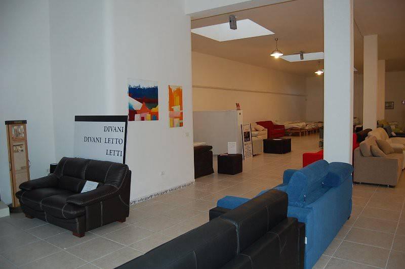 Negozio-locale in Vendita a Arnesano Centro: 2 locali, 650 mq