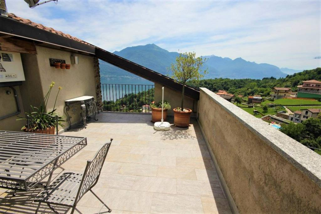 Appartamento in vendita a Menaggio, 3 locali, prezzo € 250.000 | CambioCasa.it