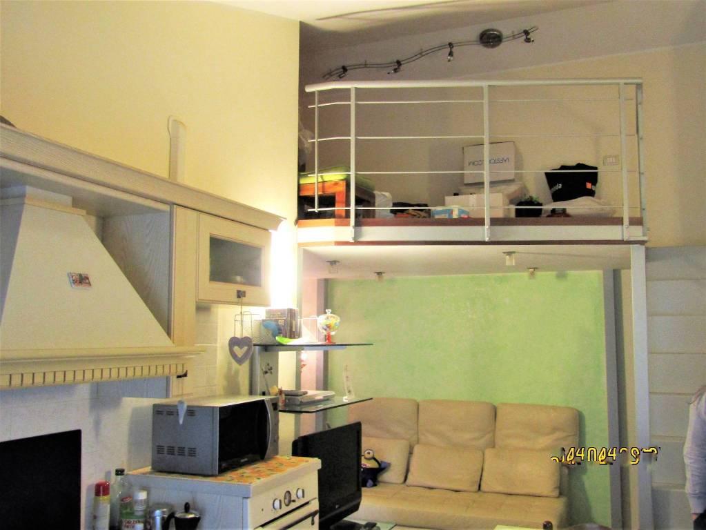Appartamento in ottime condizioni in vendita Rif. 9155175