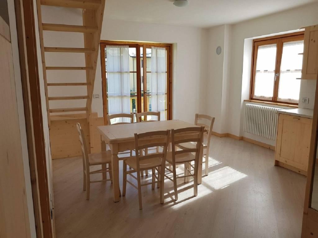 Appartamento in ottime condizioni arredato in vendita Rif. 7856679