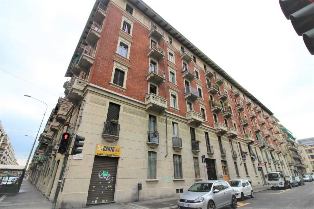 Foto 1 di Trilocale via Finalmarina 12, Torino (zona Valentino, Italia 61, Nizza Millefonti)