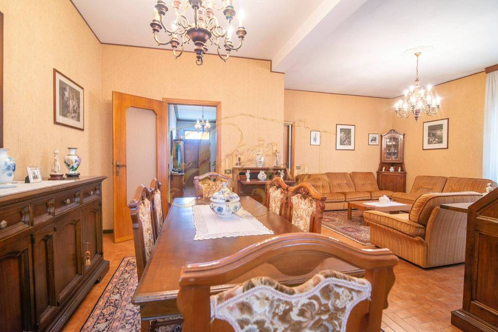 Villa in Vendita a Agazzano Centro: 5 locali, 411 mq