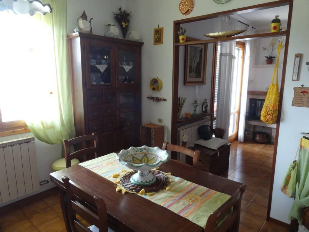 Appartamento in vendita a Calenzano, 5 locali, prezzo € 260.000 | PortaleAgenzieImmobiliari.it