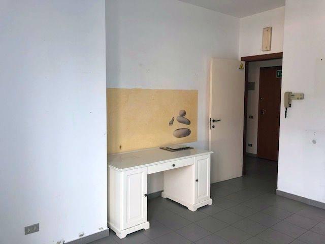 Ufficio / Studio in affitto a Gavirate, 2 locali, prezzo € 500 | PortaleAgenzieImmobiliari.it