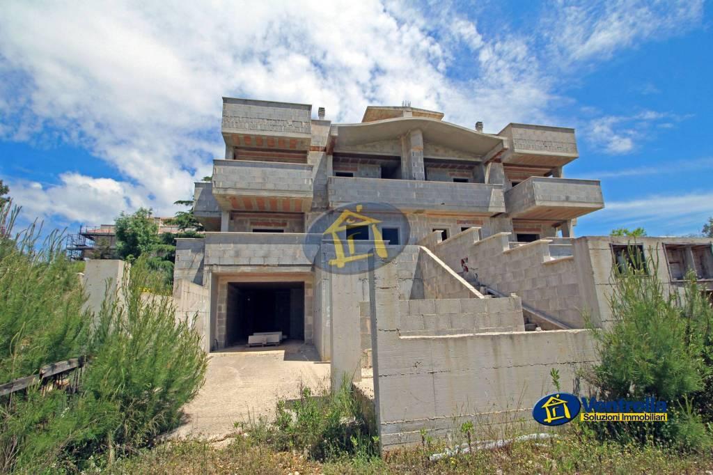 Villa da ristrutturare in vendita Rif. 8861420
