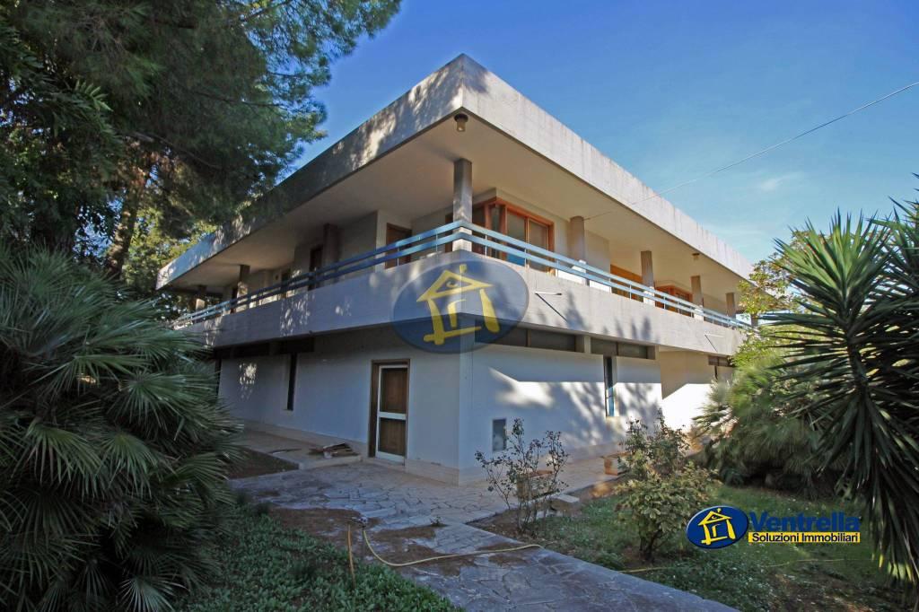 Villa in buone condizioni in vendita Rif. 8861421