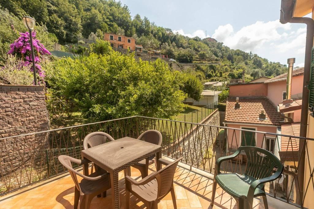 Foto 1 di Villa via Arbora 38, frazione Testana Chiesa, Avegno