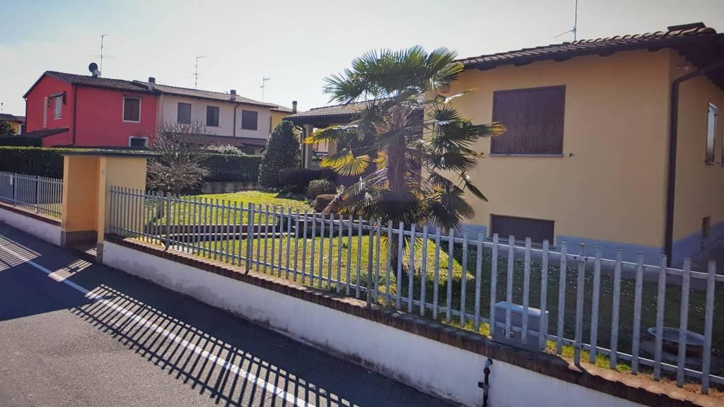 Villa in Vendita a Lodi Periferia Est: 5 locali, 346 mq