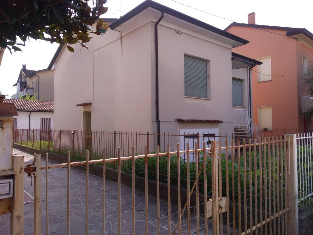 Villa in Vendita a Cesena Semicentro: 3 locali, 135 mq