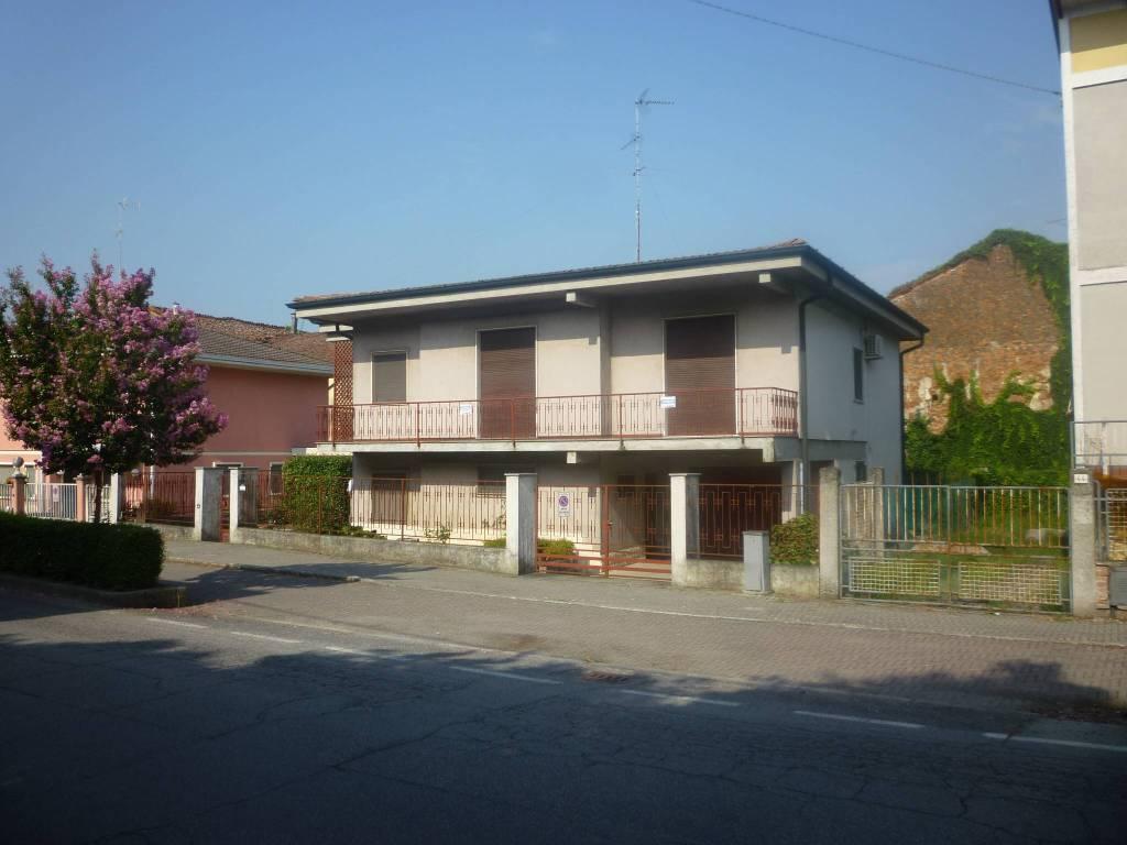 Villa in vendita a Pieve San Giacomo, 6 locali, prezzo € 145.000 | PortaleAgenzieImmobiliari.it