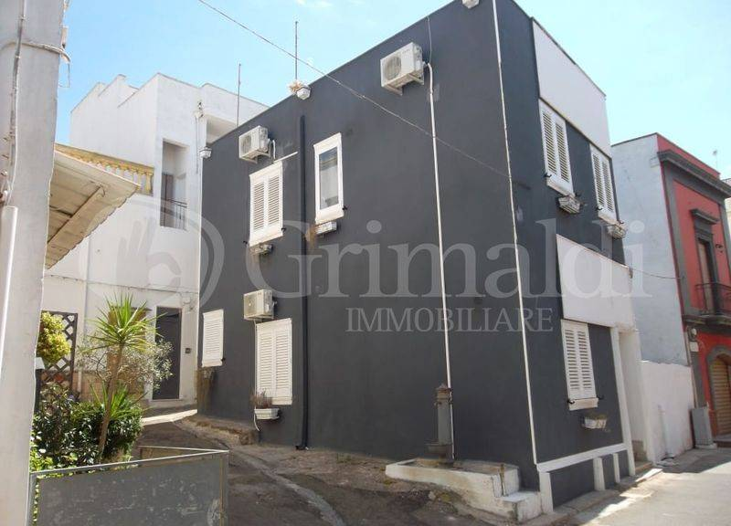 Casa indipendente in Vendita a Sannicola Centro: 4 locali, 100 mq
