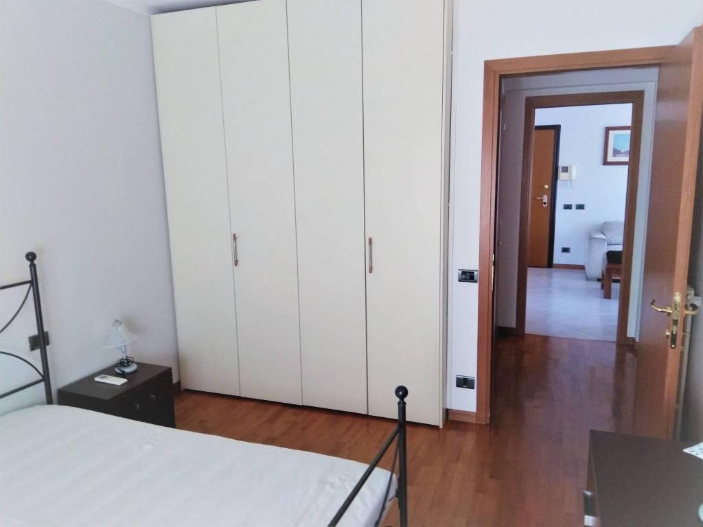 Appartamento in buone condizioni arredato in affitto Rif. 9375128
