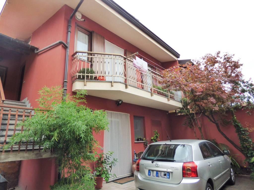 Vignolo, centro paese, casa su due livelli via Cuneo