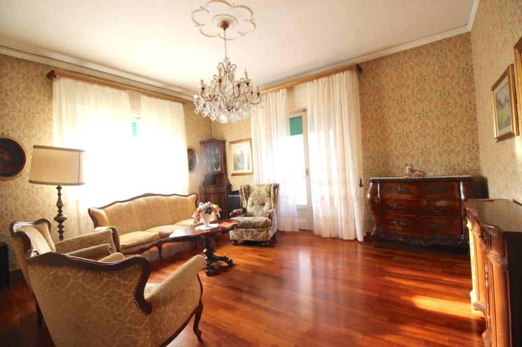 Foto 1 di Appartamento viale Giuseppe Garibaldi, Pescia