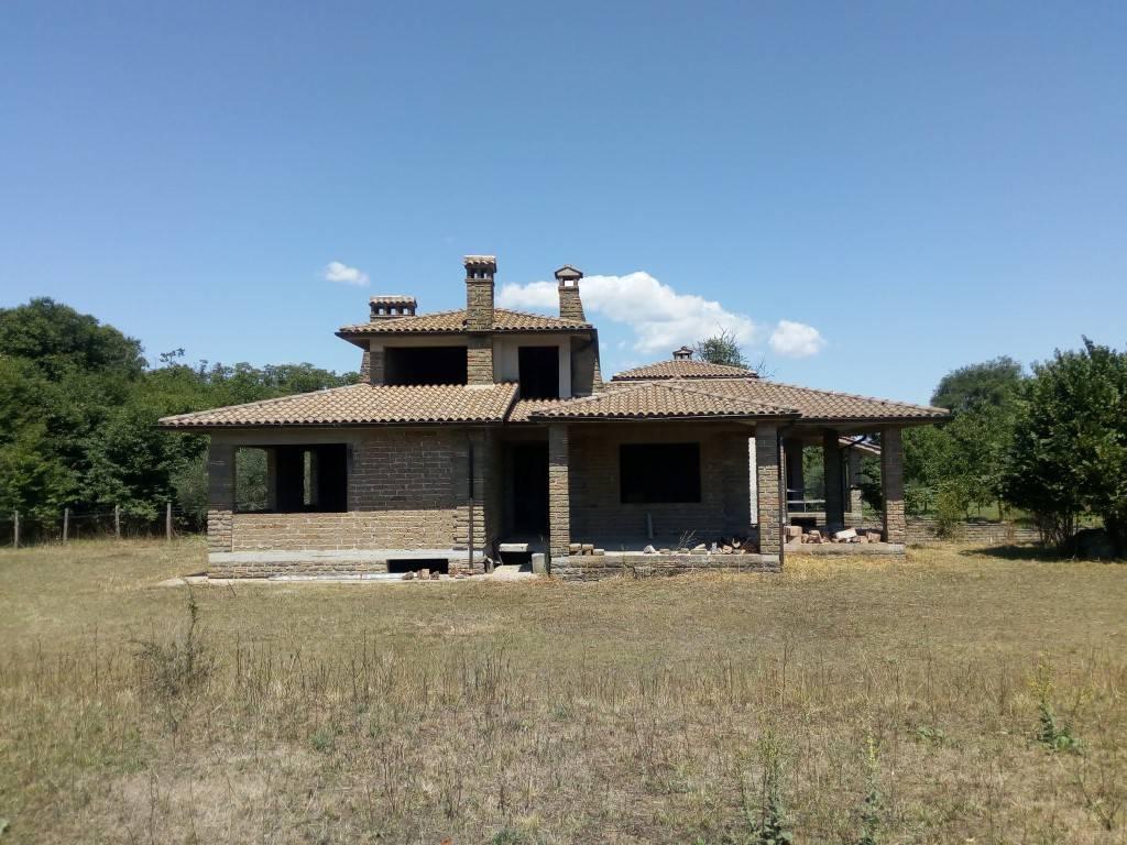 Villa in vendita a Manziana, 7 locali, prezzo € 185.000 | CambioCasa.it