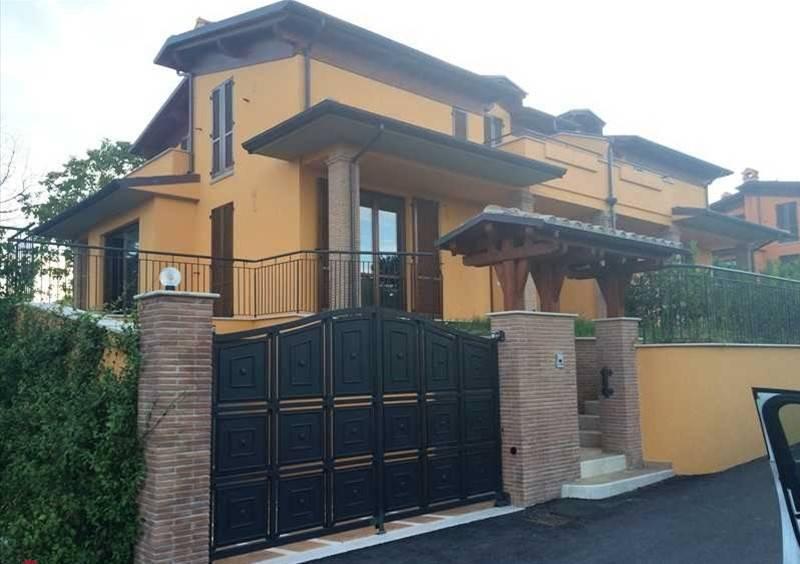 Appartamento in Vendita a Perugia Periferia Sud: 4 locali, 225 mq