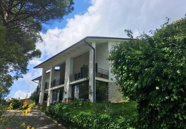 Villa in Vendita a Perugia Periferia Sud: 5 locali, 445 mq