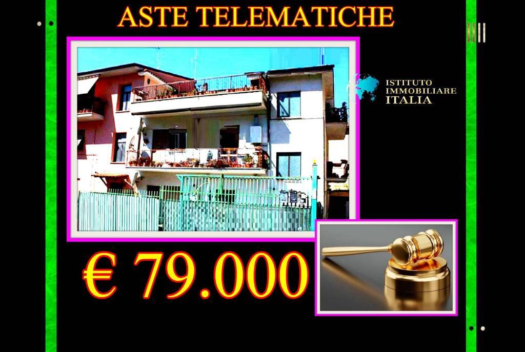 Appartamento in buone condizioni in vendita Rif. 9466205