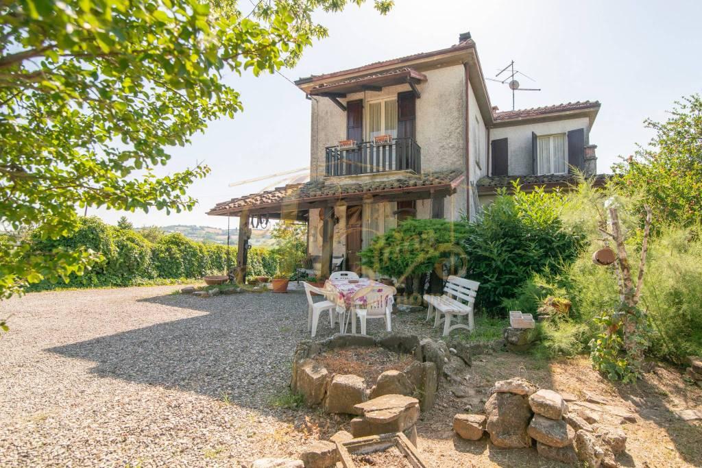 Villa in Vendita a Agazzano Periferia: 5 locali, 473 mq