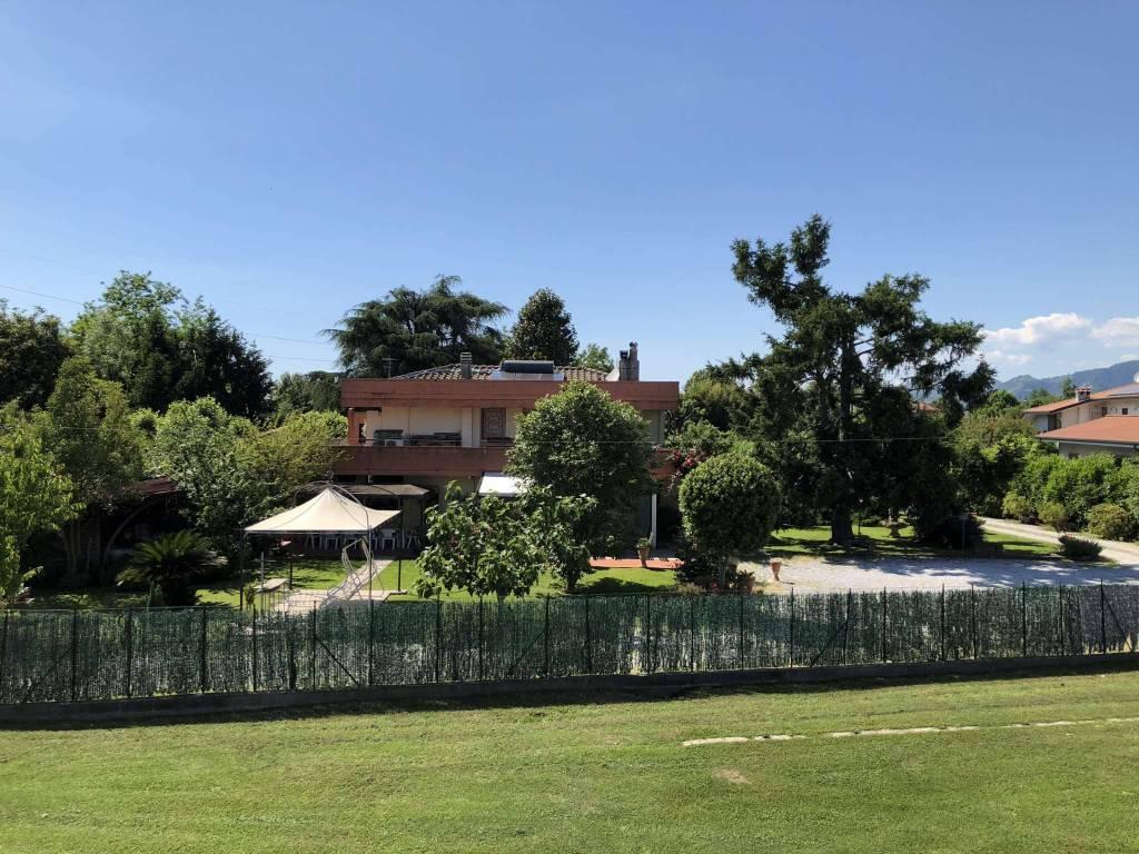 Villa in Vendita a Montignoso: 5 locali, 280 mq