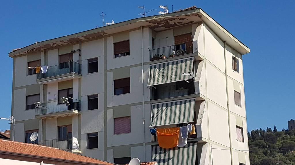 Appartamento in buone condizioni in vendita Rif. 8371173