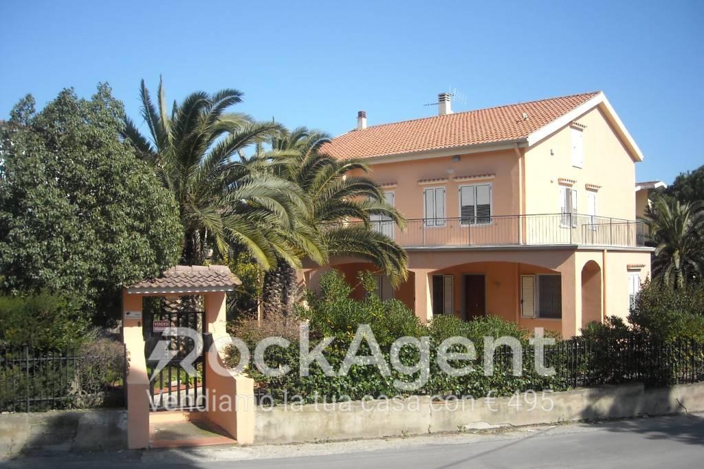 Foto 1 di Villa via Monsignore Giovanni Apa, Catanzaro