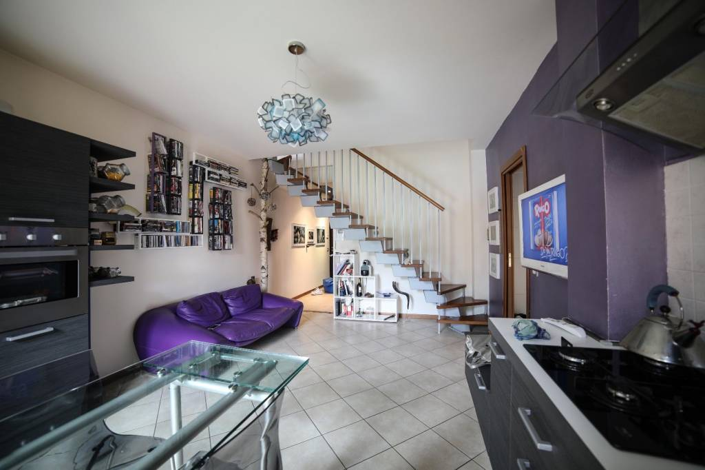 Appartamento in vendita a Olginate, 3 locali, prezzo € 145.000   CambioCasa.it