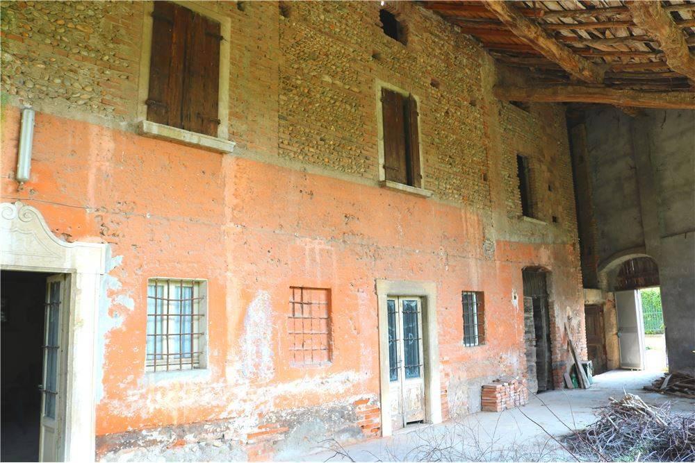 Rustico / Casale in vendita a Montirone, 8 locali, prezzo € 210.000 | PortaleAgenzieImmobiliari.it