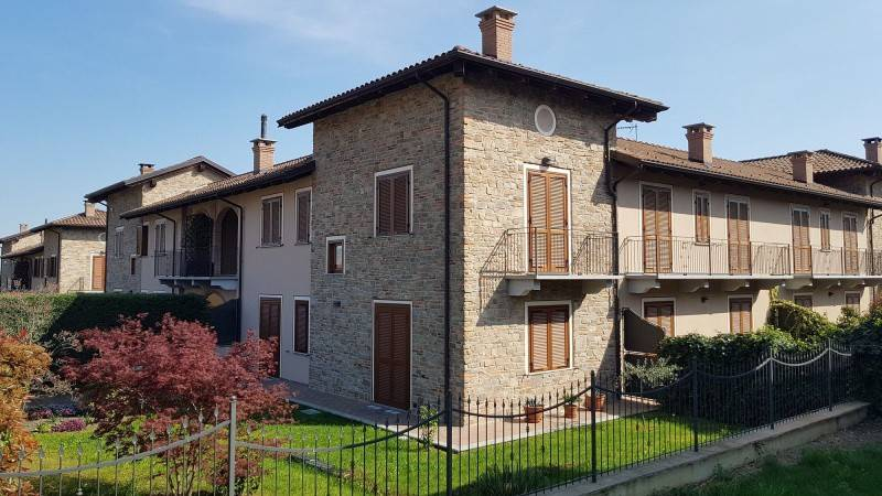 Foto 1 di Casa indipendente via castello, Frossasco