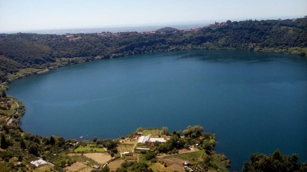 castel gandolfo appartamento vista lago